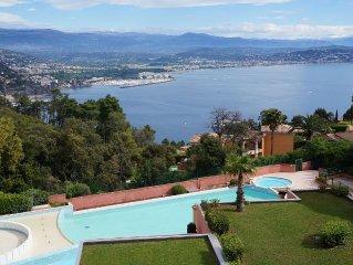 Appartement dans residence avec piscine, vue superbe sur baie de Cannes