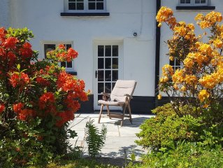 Spacious listed cottage with wood burner and large garden, ideal for families