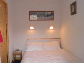 Luxury self-catering 2 bedroom flat to sleep up to 7 - Private WiFi available