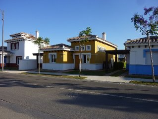 Refurbished 3 Bedroom Fully Airconditioned Villa With Private Heated Pool