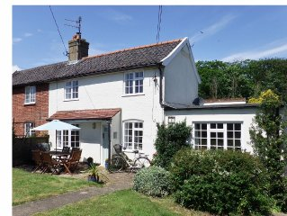 Stylish Cosy Cottage On Suffolk Coastal Footpath 10 mins From Beach & Southwold