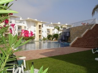 Luxury Two Bed Apt, Free WiFi, Excellent Views, Sea, Old Town, Beach 900m