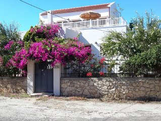 Secluded 2 bedroom villa, private pool, near coast.