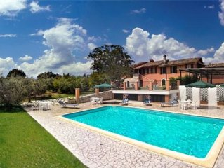 Spacious villa set among olive groves and large lawned garden with private pool