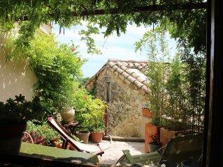 Charmante maison de village entre mer et garrigue, belle vue terrasses plein sud