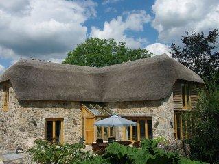Five Star Gold Award Dartmoor Thatched Barn with Three En-suite Bedrooms