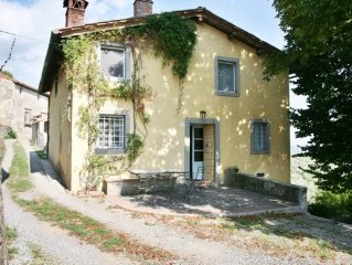 Relax in greenery and breathtaking views in charming house over Lucca hills