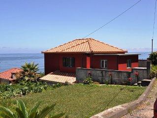 Nieuw en nu al 5***** Luxe, ruime villa , direct aan de kust!