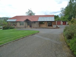 Large Bungalow With Fabulous View Overlooking Large Pond, With Views Of Crieff A