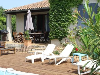 comfortable house, garden, pool, terrace, secured parking 5 minutes from Avignon