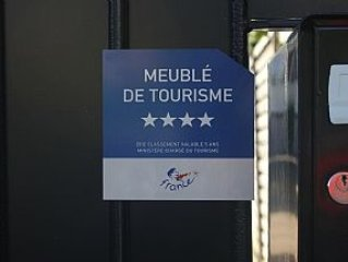 Non-Smoking House 20 Mins Champs Elysees, Paris With Secure Off-Street Parking