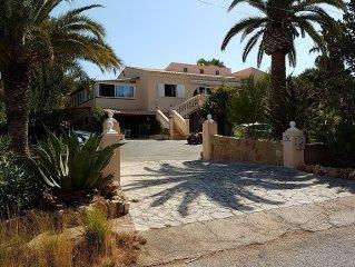 BORD DE MER appartement dans une grande maison avec piscine eau salée