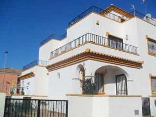 Los Alcazares, 3 double bedroom Villa with Communal Pool. (FREE WiFi & AirCon