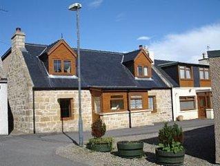 Luxury Fisherman's Cottage in quiet Highland Village Location.