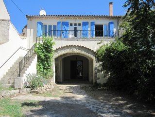 Traditional stone winemaker's house with walled garden and pool - Laurens