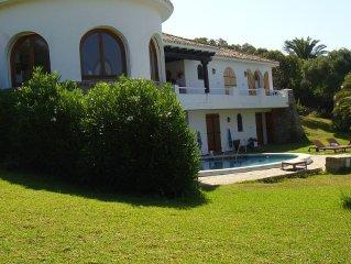Villa de lujo con jardin, piscina privada, terraza, bbq, y vistas al mar