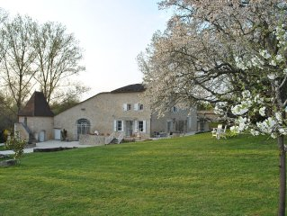 Near St. Emilion, family friendly 300 yr old renovated French country manor