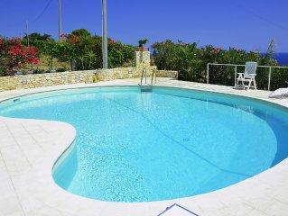 villa con ampia piscina privata  e  splendida vista sul golfo di Castellammare