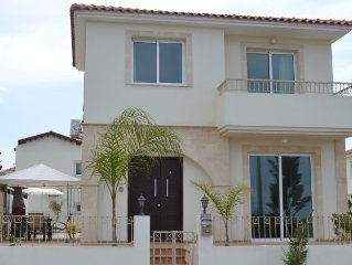 Lovely family villa close to Pernera and 5 min to golden sandy beach wifi incld