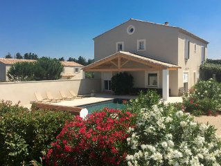 RELAXING HOLIDAY HOUSE - 2 SWIMMINGPOOLS - IN BETWEEN PROVENCE AND NIMES AREA