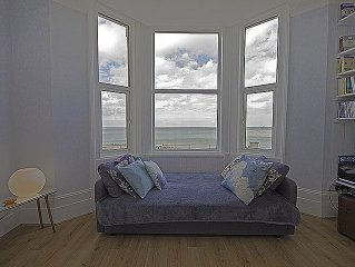 Margate - Romantic beachfront Apartment, family friendly, Stunning Sea View