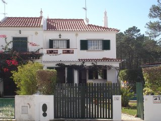 Lovely 5  Bed 3 Bath House With Pool Within Walking Distance of Beach.