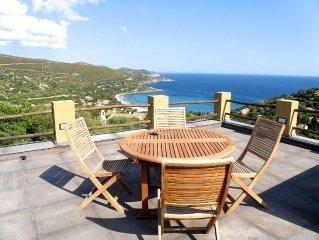 Villa singola con piscina e spettacolare vista sul mare a Torre delle Stelle
