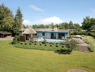 Cottage with outdoor pool and free Internet