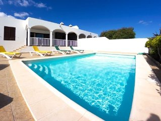 Ideal for families with option to close off pool area, air-con, wifi &full UK TV
