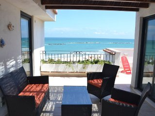 Stupendo attico sul mare! amazing view! penthouse apartment on the beach