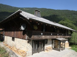 Spacious renovated apartment 1 minute walk from lifts. 10 minutes from Morzine.