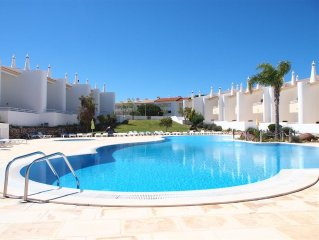 Lovely Apartment, Just 600m from Fabulous Beaches. Wifi Internet, Tennis Court,
