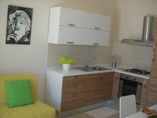 Appartamento con terrazzino FREE WI-FI. Nuovo, tranquillo e dotato di ogni comfo