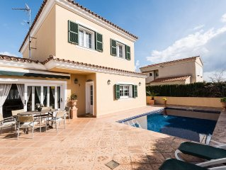 Town Villa With Private Pool And Great Location
