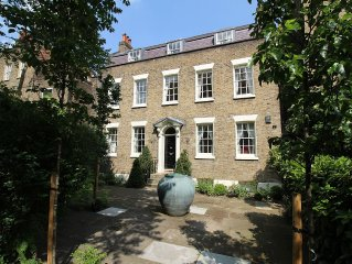 Huge Historic Townhouse in the Heart of London within 20 Min Walk To Westminster