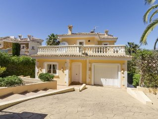 Modern, comfortably furnished family home close to Santa Ponsa Beach