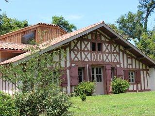 Belle maison à colombages entièrement rénovée design et située dans parc boisé