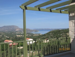 Quiet location with stunning mountain and sea views, private infinity pool