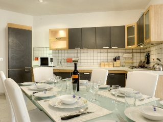 Beautiful Mellieha apartment in complex with communal pool metres from the beach