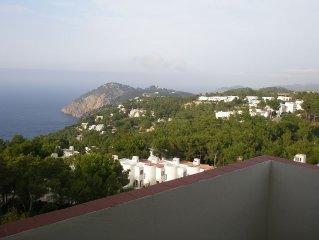 Casa adosada con espectaculares vistas al mar y a la montaña.