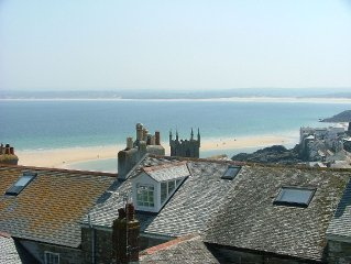 Fabulous Holiday House In St Ives - Quiet Location Close to Everything