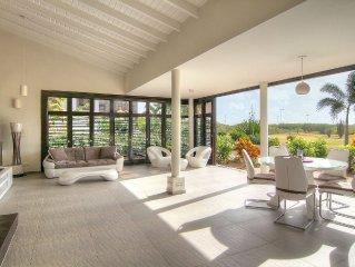 Luxe tropische villa, prachtig uitzicht op golfbaan, 100 m van privé strand