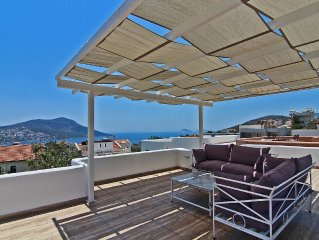 Town Centre Penthouse Apartment With Two Sea View Private Roof Terraces