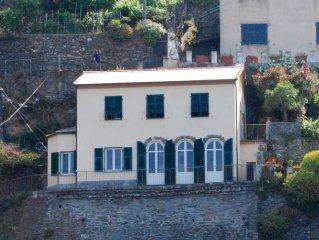 Villa su 2 piani affacciata sul porto di Vernazza. Wi-Fi.
