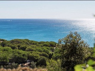 Seafront villa, with enchanting view, garden and veranda facing the sea