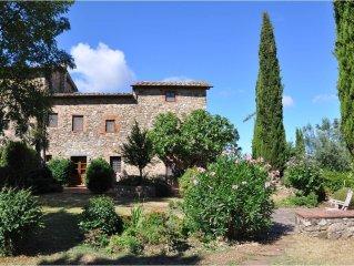 Beautiful Tuscan farmhouse with stunning views of Chianti countryside