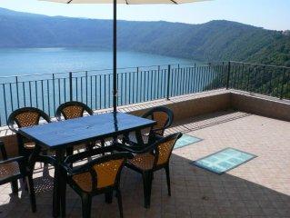 Casa Lucia affacciata sul lago di Castel Gandolfo: ultimi posti giugno e luglio