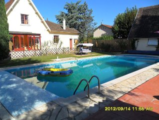 Modern Villa with all provided, Large Pool, Great for a memorable holiday