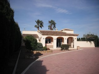 3 bedroom villa in Catral with private pool and beautiful gardens.