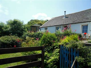 Pembrokeshire coast cottage, superb sea views, 100m from beach